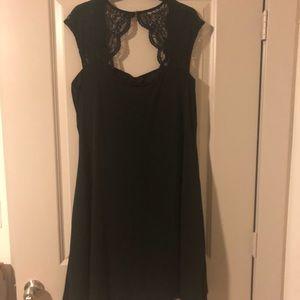 Dresses & Skirts - Beautiful knee length cocktail dress